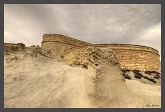 Tras las rocas volcánicas, la muralla del castillo (Jose Manuel Cano) Tags: castillo escullos almería españa spain castle roca rock nikond5100