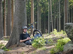chill in the woods (Hagbard_) Tags: friends berg fun jump mountainbike gap mtb wald freeride chill sprung spass leben adrenalin bergabrad dudzofsneznik