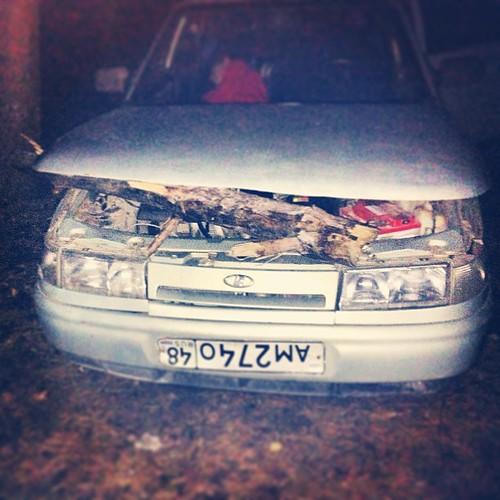 В машину бревно влетело с пьяным пассажиром #липецк