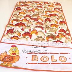 Pra variar a foto...fica a desejar...kkkk (romelia.artesanatos) Tags: galinha porta bolo pintura tecido