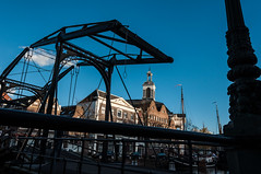 Appelmarktbrug and Havenkerk (glukorizon) Tags: bridge blue sky silhouette facade boot boat blauw ship nederland lamppost drawbridge brug lucht faade silhouet schiedam liftbridge zuidholland gevel lantaarnpaal schip ophaalbrug havenkerk langehaven appelmarktbrug fotofestivalschiedam