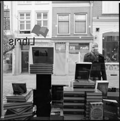 (Pim Geerts) Tags: street man window shop photography book utrecht foto etalage pim portret jas geerts libris servetstraat straatfotografie boekenwinkel swaak