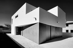 House in Azeito, Portugal (Antnio Alfarroba) Tags: house arquitetura architecture project casa arquitectura angle architect lone projeto rvore projecto arquiteto arquitecto ngulo antnioalfarroba solipas