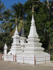 IMG_8148 (Jennifer Rowan-Henry) Tags: jenniferrowanhenry luangprabanglaos stupas reliquaries religiousarchitecture buddhism