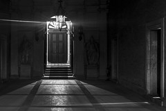 mystic light (Blende1.8) Tags: door venice light bw white black 50mm licht scary nikon leer raum room sw schwarzweiss weiss venedig tr schwarz mystic mystisch d600 blach unheimlich scharzweis