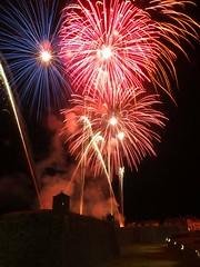 Los fuegos (Patataasada) Tags: españa night noche spain fireworks fiestas ciudadela fuegosartificiales jaca castillodesanpedro huescaaragón fiestasdesantaorosiaysanpedro