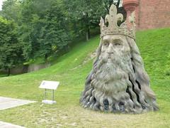 Pierwsza gowa pod Wawelem (mjaniec) Tags: sculpture head crown korona rzeba gowa kazimierzwielki