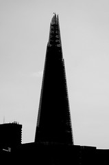 Black Shard (SBA73) Tags: new uk inglaterra england money building london up backlight skyscraper contraluz unitedkingdom grow londres financial crisis greed dinero global edifici contrallum codicia rascacielo finances usura gratacel anglaterra regneunit cobdicia theshard