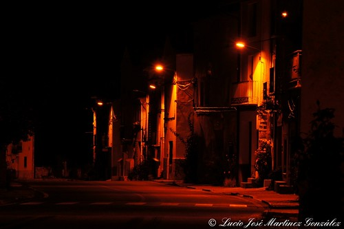"Salinas del Manzano: Calle real de noche • <a style=""font-size:0.8em;"" href=""http://www.flickr.com/photos/26679841@N00/10193473394/"" target=""_blank"">View on Flickr</a>"