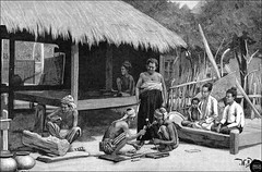 Holzschnitzer in Birma, Burma o.  Myanmar, Wood carving, um 1890 (Ireck Litzbarski Collection) Tags: wood sculpture golf de madera sdostasien yangon burma union von carving karen land sur myanmar mon das shan holz burmese birma chin mandalay bois paan handwerk oder bago talla padaung taunggyi buddhismus arakan sagaing pathein kayin myitkyina kachin entalhe schnitzen pegu hakha kayah birmanen bamar bildhauerei holzbearbeitung sowie artystyczne ethnie magwe rangun bengalen mawlamyaing irawadi loikaw tavoy burmesisch schnitzeisen rohingya shanstaat tenasserim snycerstwo monkhmer myanmare rzemioso birmanisch volksgruppe rzebienie adjektiv tanintharyi akjab myanmarisch holzschtzer