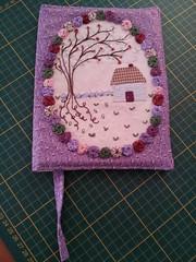 Capa de Agenda/Livro + que especial! (..::PatchPoa::..) Tags: embroidery case fuxico patchwork casinha bordado capadeagenda