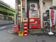 corner (Samm Bennett) Tags: japan corner tokyo stack vendingmachine crate negishi