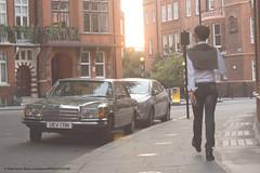 1975 Mercedes Benz 280 SE [W116] (Spanish Coches) Tags: street sunset guy london calle chelsea strada dusk pavement sidewalk londres puestadesol rue londra acera 1975mercedesbenz280sew116