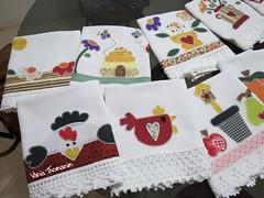 Encomenda pronta (vaniathomazim) Tags: flores flower frutas galinha flor passarinho corao colagem patchwork cozinha casinha ma girassol guardanapo croche galinhas costura colmeia guardanapos patchcolagem