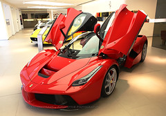 Ferrari, La Ferrari, Repulse Bay, Hong Kong (Daryl Chapman's - Automotive Photography) Tags: auto china road windows hk cars car photoshop canon photography hongkong eos drive nice italian automobile driving power 28mm wheels engine fast automotive ferrari headlights gas special showroom brakes 5d petrol usm autos f18 grip rims hkg fuel sar drivers horsepower repulsebay topgear mkiii bhp cs6 worldcars laferrari darylchapman