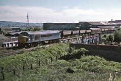 45013, Round Oak, May 1985 (David Rostance) Tags: 45013 class45 peak owwr blackcountry roundoak brierleyhill 6t42 industry steelworks