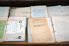 Δεξιά, βιτρίνα 2: Επιστολές από και προς τον ΓΑ, όπου καταγράφεται η προσπάθειά του να συγκεντρώσει το υλικό για το μελλοντικό Μουσείο Καζαντζάκη.