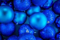 38/365: Baubles (KristyR929) Tags: christmas blue 365 msh project365 365daysproject nikond7100 msh1213 nikkorafs1024mm13545g msh12138
