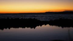 Se acab el da... (thomassmithm) Tags: sunset lake mountains beach lago rocks afternoon playa puestadesol tarde rocas montaas futrono