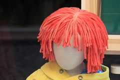 red head (Rasande Tyskar) Tags: rot hamburg redhair raincoat schaufensterpuppe android altona regenmantel