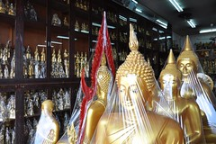 Buddhas on hold (Thorsten Reiprich) Tags: city sea urban travelling thailand spring asia capital religion buddhism heat humid thep      krung