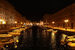 Trieste by night (8pl) Tags: trieste italie canal eau nuit water night lights lumières bateaux boats bâtiments houses infinitexposure