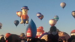 Disaster!   At the biggest ballon festival in the world, my camera dies...and all I have is a phone