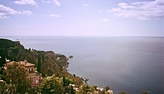 Mi porter (simoneaversano) Tags: sea summer italy panorama costa sun water june coast landscapes seaside italia mare estate pano south horizon sicily sole giugno acqua paesaggi spiaggia sicilia paesaggio sud orizzonte southernitaly lndscape suditalia italiameridionale uploaded:by=flickrmobile flickriosapp:filter=nofilter