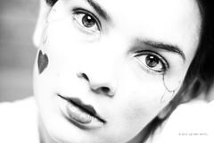 Caador de Mim/ A Face Sonhadora (Lu Huffel.) Tags: portrait blackandwhite self heart retrato corao pretoebranco luciane 2013