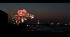 Deventer - Vuurwerk (Hans van Bockel) Tags: nikon nightshot nacht tripod le nrw kermis deventer vuurwerk uiterwaarden statief tijdopname bolwerksweg p7700