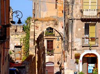 Vecchi muri nella luce del mattino - Old walls in the morning light