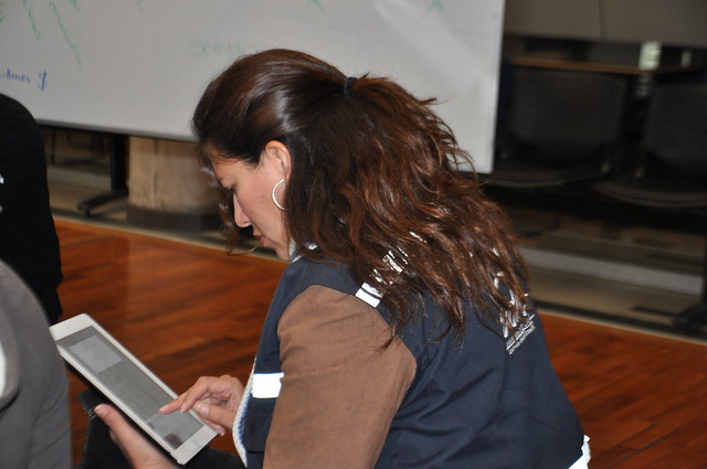 Docente Cármen Alicia Carrera a cargo del manejo de redes sociales.