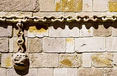 Les cadenes / Chains (SBA73) Tags: espaa stone chains spain cadenas gothic palace pedra palau zamora spanien palacio momos castilla piedra kette gotic espanya gtico spagne castillaleon cadenes palaciodelosmomos caenas