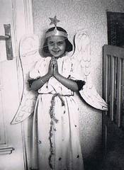Little Angel (TrueVintage) Tags: christmas old girl vintage weihnachten costume kid wings child kind 1940s oldphoto engel past foundphoto mädchen 1941 vintagechristmas vergangenheit vintagephoto flügel verkleidung vintagegirl vintagechild