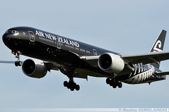 "ZK-OKQ Boeing 777 Air New Zealand ""All Black Livery"" (Maxime Spotting Aviation) Tags: zkokq boeing 777 777300 air new zealand landing runway all black livery aircraft avion airlines airways london heathrow lhr airport maxime camoujuncas nikon d90"
