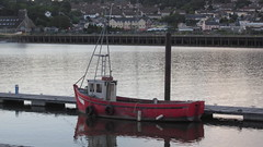 Little Red Boat (divnic) Tags: ireland southernireland republicofireland portláirge provinceofmunster province munster veðrafjǫrðr waterford riversuir river water waterway boat redboat fishingboat sunset