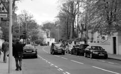 Londres bn_0002 (Joanbrebo) Tags: portobello london streetscenes street carrers calles gent gente people canoneos70d efs18135mmf3556is eosd autofocus blancoynegro blackwhite peopleandpaths