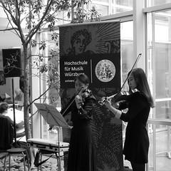 P1160307 (stadtbuecherei.wuerzburg) Tags: 70jahrehochschulefürmusikwürzburg bauwerke bibliotheken deutschland kimseyoung leute orte stadtbüchereiwürzburg violine würzburg zhoutongtong