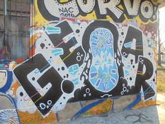 028 (en-ri) Tags: gear nero azzurro lilla clock torino wall muro graffiti writing orologio numeri arrow
