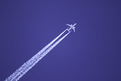 UA 142 (trifeman) Tags: 2017 spring canon 7d canon7dmarkii tamron tamron150600mm tamronsp150600mmf563divcusda011 ua ua142 n26906 boeing 7878 dreamliner enroute jet jetliner airplane aircraft contrail boeing7878 sacramento