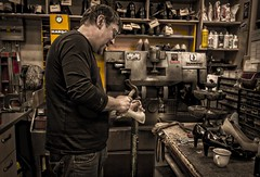 Le cordonnier (Natilus.photo) Tags: cordonnier métier ancien portrait toulon cuir travail french boutique shop