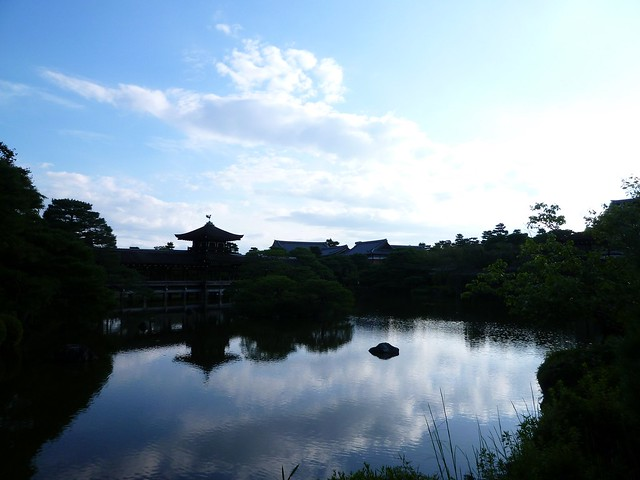 空と水の共演|平安神宮