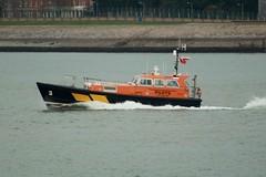 Pilot 3 (IndiaEcho Ships) Tags: sea 3 english port canon eos boat harbour vessel solent portsmouth channel hampsire dockyard piot 1000d