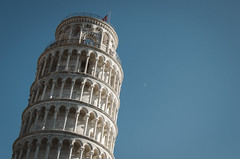 The Tower & The Moon (_Codename_) Tags: italy moon architecture honeymoon pisa leaningtower torrependente piazzadeimiracoli fieldofmiracles
