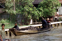 19-149 (ndpa / s. lundeen, archivist) Tags: people color men film water 35mm thailand boat canal bangkok nick cargo canals thai watersedge coal 1970s 1972 19 1973 klong dewolf khlong klongs nickdewolf photographbynickdewolf khlongs reel19