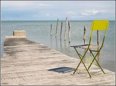 Chaise (Photos-oleron) Tags: ocean sea mer france jaune ile olympus ciel e3 nuages chaise bois ponton oleron pieux rokunar rokunar135mm