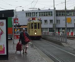 Regenachtige zaterdagmorgen op het Stationsplein (Gerard Stolk (retour de l'Occitane)) Tags: tram denhaag haag streetcar trams thehague 265 vlaggetjesdag lahaye rt8 lijn8 hovm