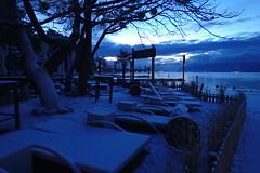 terrasse :-) (8pl) Tags: terrasse chaiseslongues aube neige lac léman bleuté montagnes eau hiver matin bleu arbre panneaux barrière chemin ciel lumière tranquilité calme lausanne suisse bleudumatin