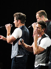 Nick Lachey, Jeff Timmons, & Justin Jeffre (amyshaped) Tags: jeff dallas nick 98 americanairlinescenter degrees lachey timmons canonsx50 thepackagetour