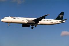 British Midland | Airbus A321-200 | G-MIDL | basic Star Alliance livery | London Heathrow (Dennis HKG) Tags: london plane airplane airport heathrow aircraft airbus bd lhr bma a321 britishmidland bmi planespotting staralliance egll airbusa321 gmidl 27l
